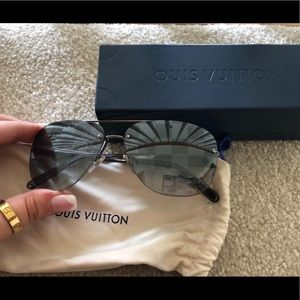 a755a6b2618 Men s Authentic Louis Vuitton Sun Glasses